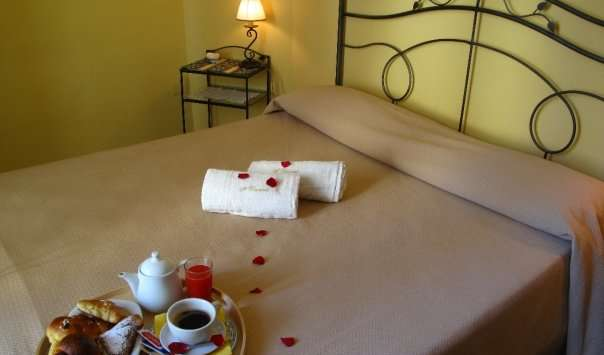 Find low rates and reserve bed and breakfasts in Napoli