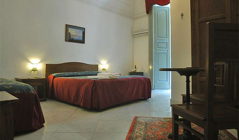 bed & breakfasts near subway stations in Napoli, Italy